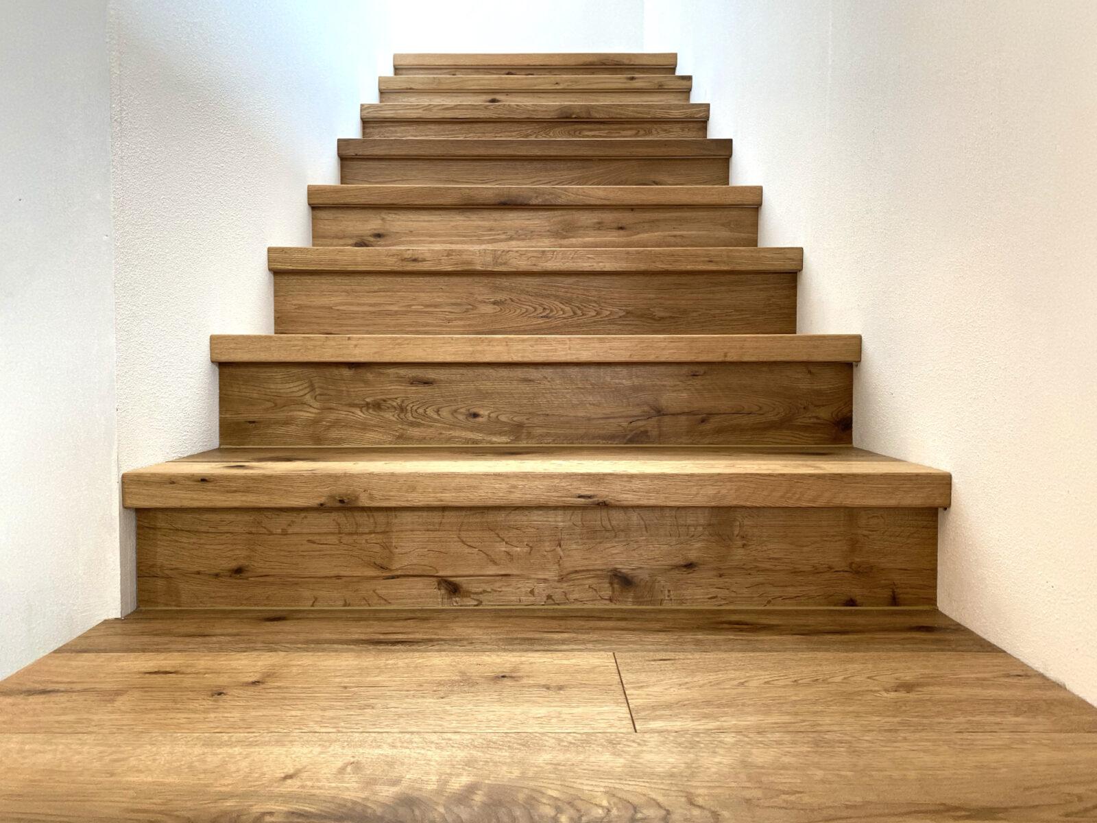 Treppenstufen mit Untertritt